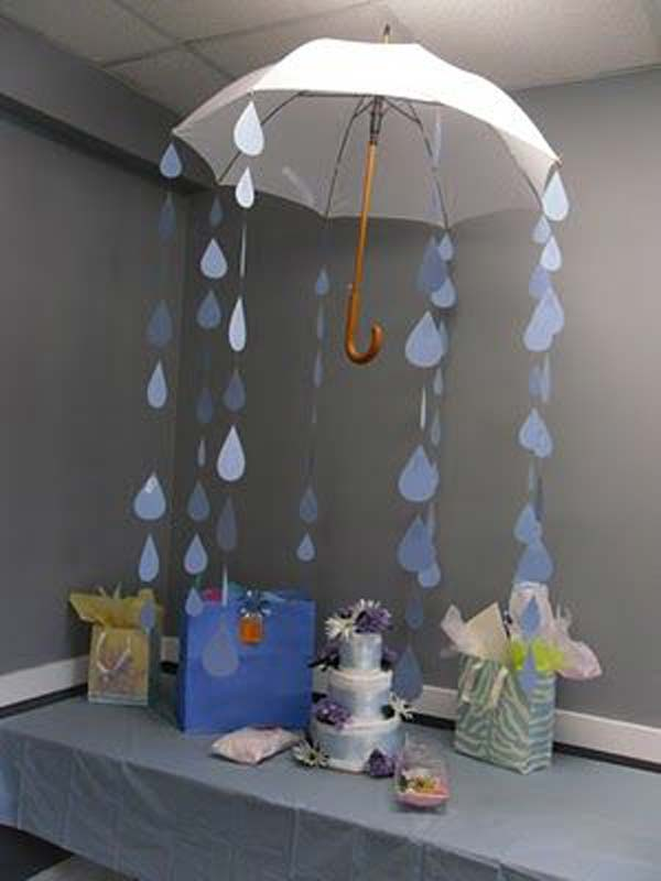 22 cute low cost diy decorating ideas for baby shower for Baby shower umbrella decoration ideas
