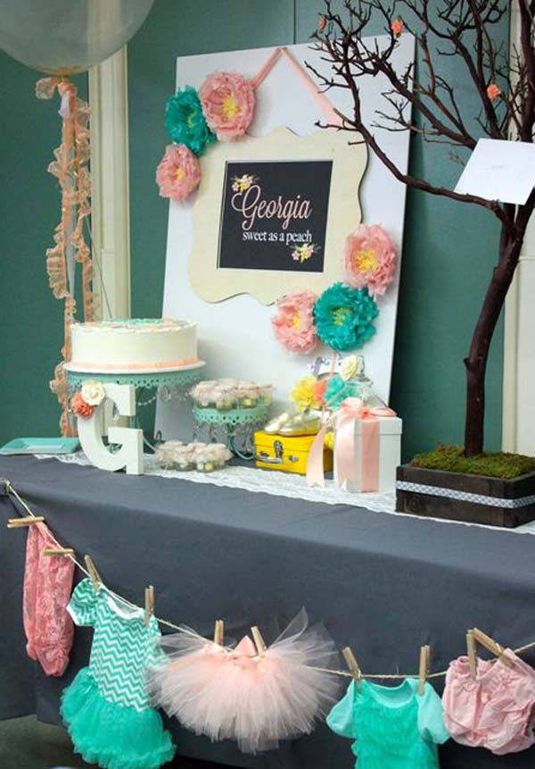 22 cute low cost diy decorating ideas for baby shower for Baby shower decoration ideas