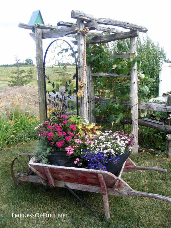 Top 32 diy fun landscaping ideas for your dream backyard for Country garden designs landscaping