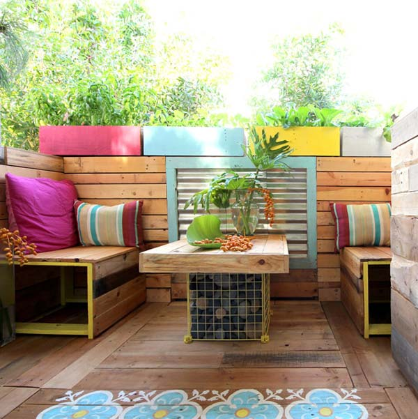 26 awesome outside seating ideas you can make with - Decoration avec des palettes ...