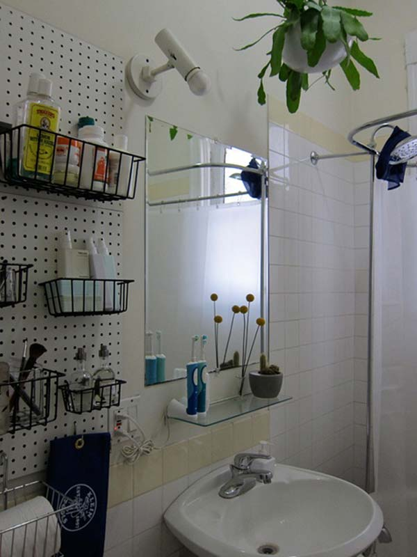 Storage-Hacks-In-Bathroom-WooHome-3