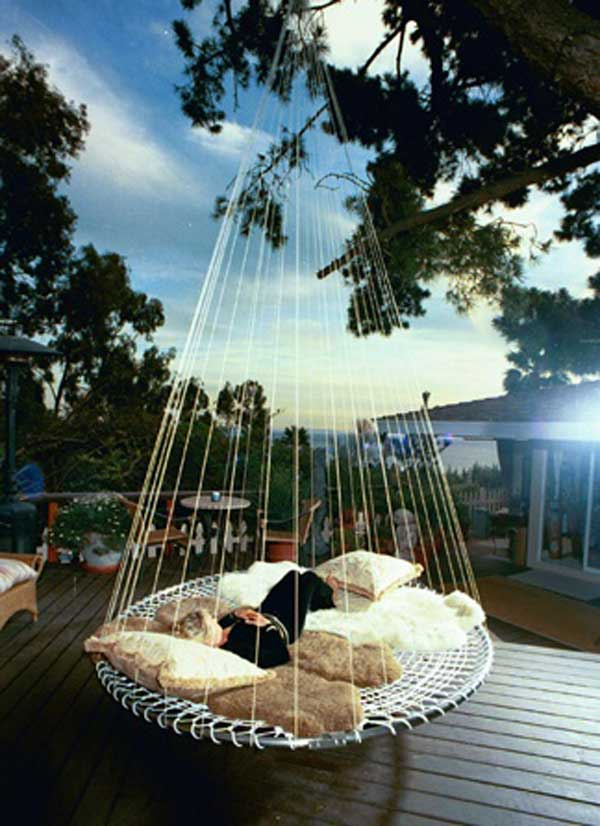 19 Cozy Outdoor Hanging Beds To Help You Enjoy The Summer Nights Amazing Diy Interior Home Design