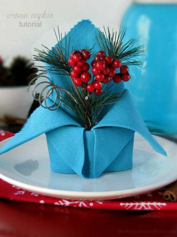 04-holiday-crown-napkin-fold