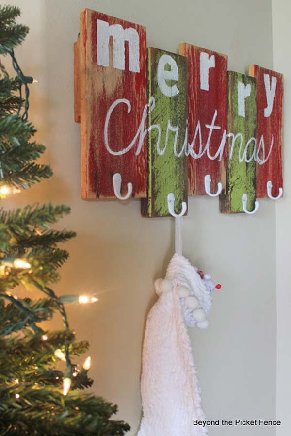 28 ideas to decorate your home with recycled wood this for Diy christmas decorations for your home