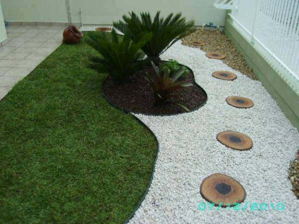 25 Cool Pebble Design Ideas for Your Courtyard - Amazing ... on Backyard Pebbles Design id=86882