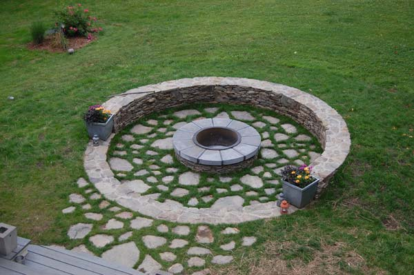 Build round firepit area for summer nights relaxing for Garden designs with stone circles
