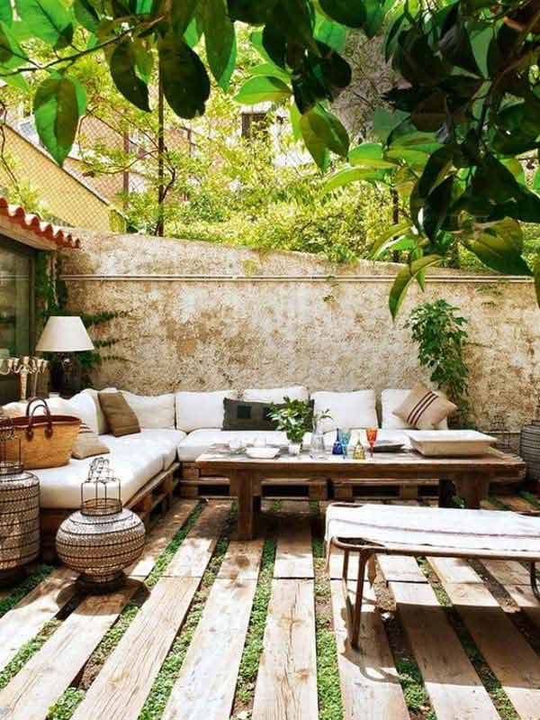 decorate-outdoor-space-with-wooden-tiles-3