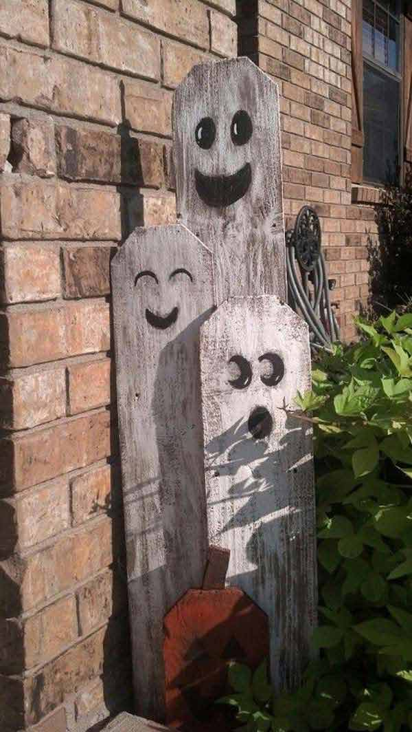 halloween-decorations-made-out-of-recycled-wood-1