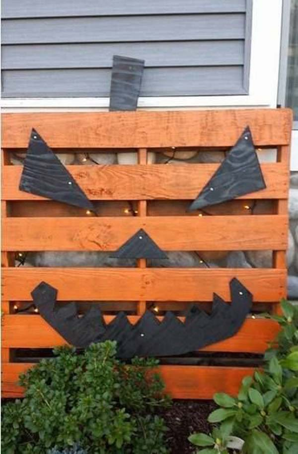 halloween-decorations-made-out-of-recycled-wood-17