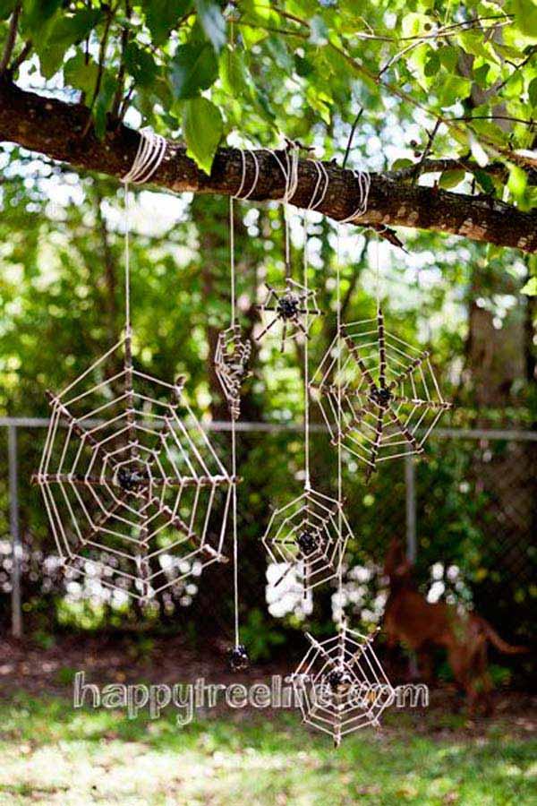decorate-outdoor-tree-for-halloween-1