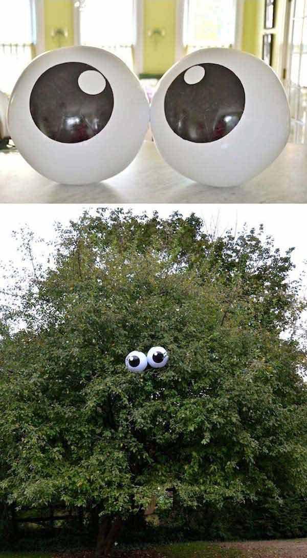 decorate-outdoor-tree-for-halloween-10