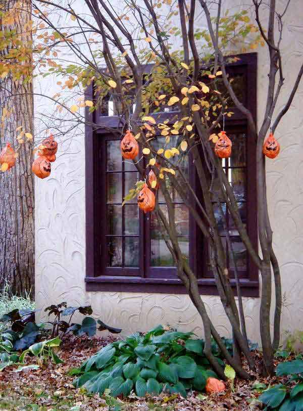 decorate outdoor tree for halloween 12 - Halloween Tree Decorations