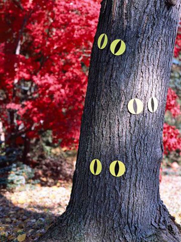 decorate-outdoor-tree-for-halloween-13