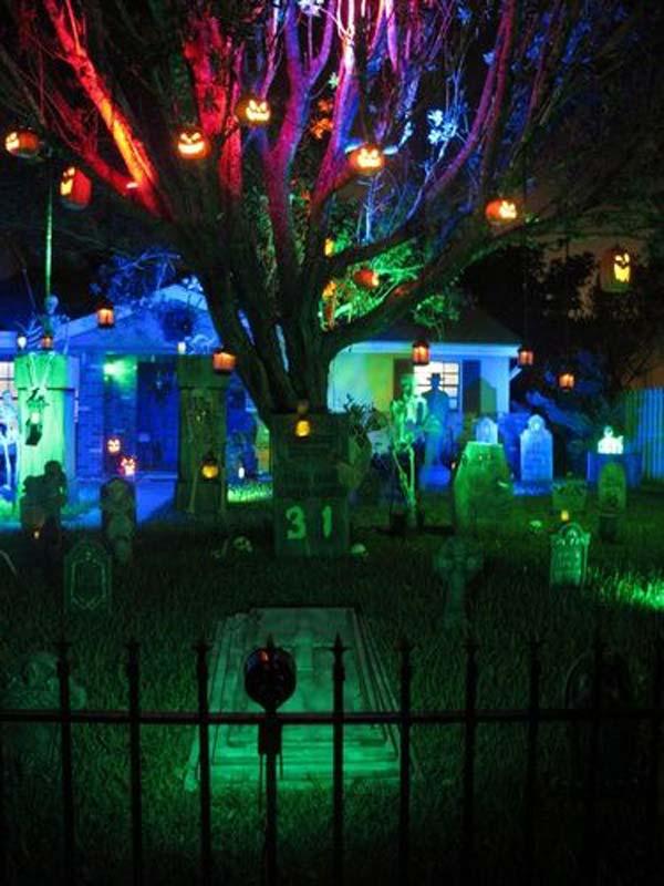 decorate-outdoor-tree-for-halloween-15