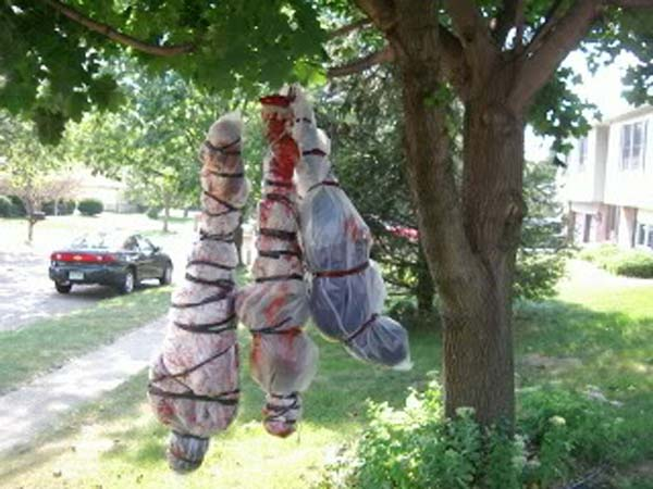decorate-outdoor-tree-for-halloween-19