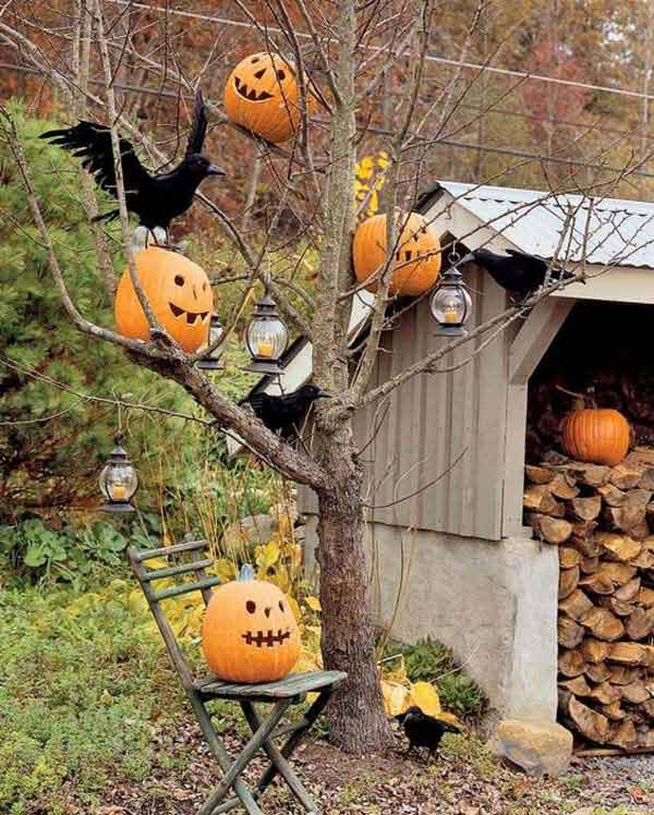 decorate outdoor tree for halloween 20