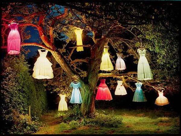 decorate-outdoor-tree-for-halloween-21