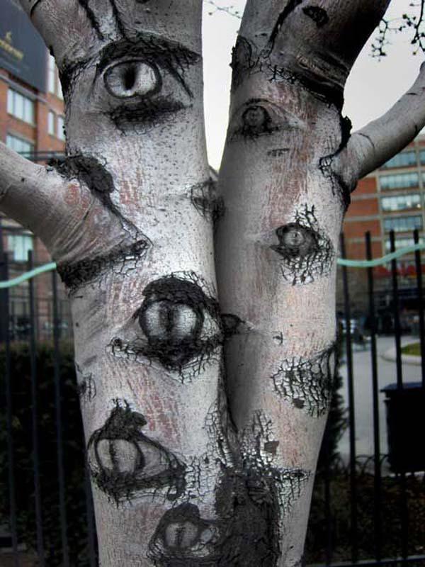 decorate-outdoor-tree-for-halloween-5