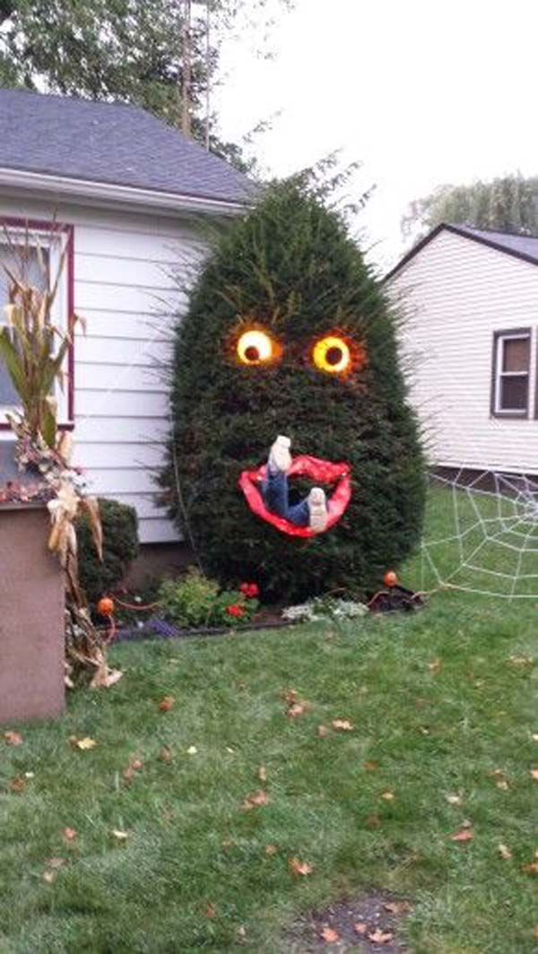 Top 21 creepy ideas to decorate outdoor trees for for Home halloween decorations