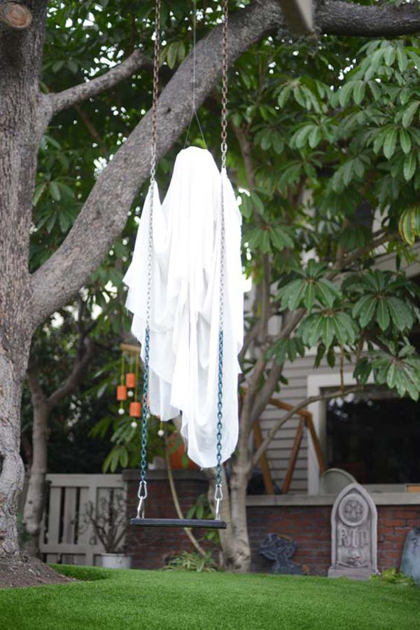 decorate outdoor tree for halloween 9 - Halloween Ideas For Yard