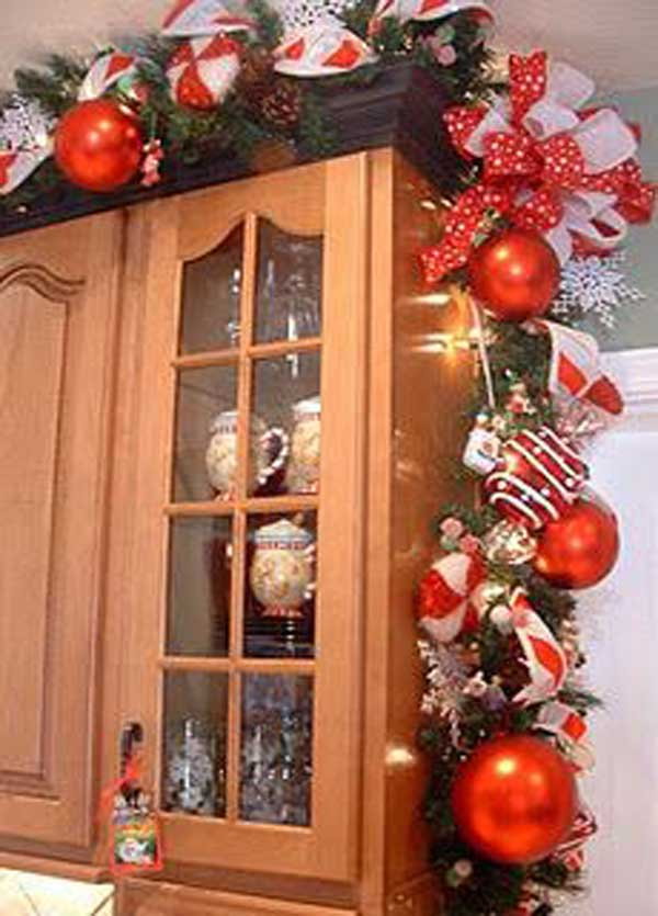 put-christmas-spirit-in-kitchen-10