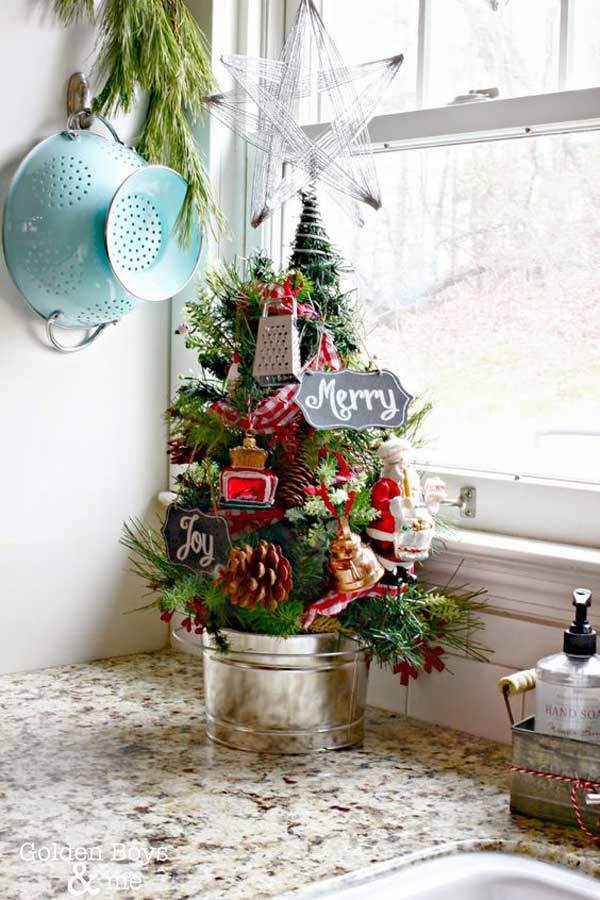 put-christmas-spirit-in-kitchen-24