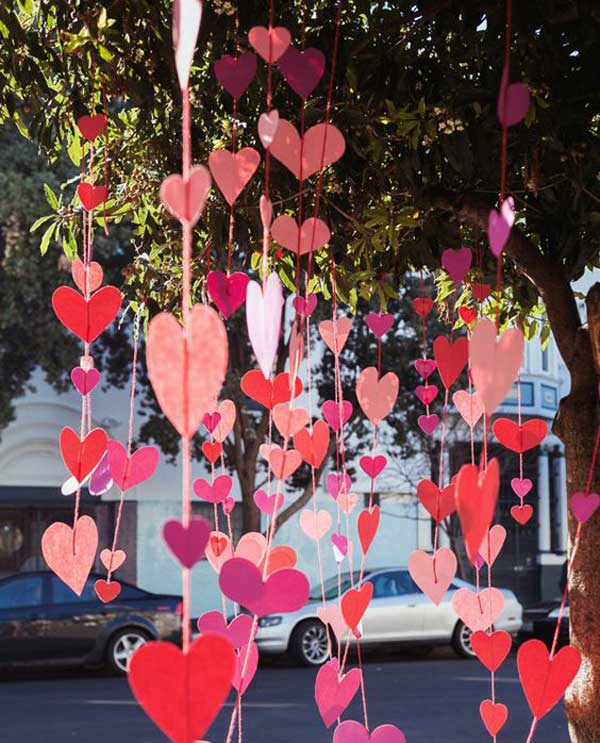 Below follow outdoor Valentine decor ideas, which will wake up your fantasy  and get the idea how to decorate your home. Get inspired! - Outdoor Decorating Ideas With Hearts For This Valentines Day