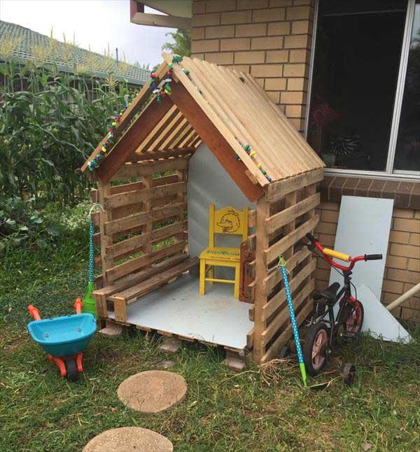Source Extra Kitchen Scraps For Backyard Flocks: 21 No Money Backyard Pallet DIYs For Kids Summer Fun