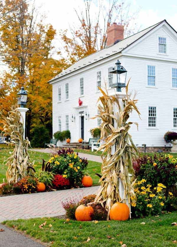 Top 22 truly cool ideas to add fall curb appeal to home for Pictures of fall decorations for the yard