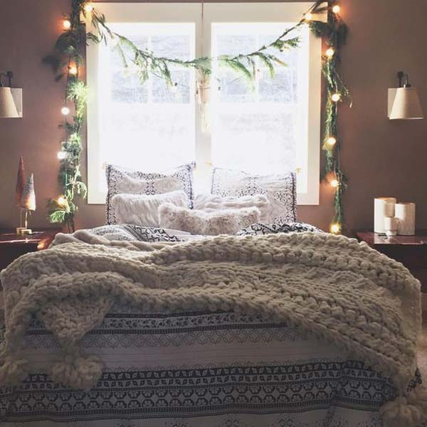 Take a look below 33 pictures of bedroom decorating ideas for this Christmas . : christmas-bedroom-decorations - designwebi.com